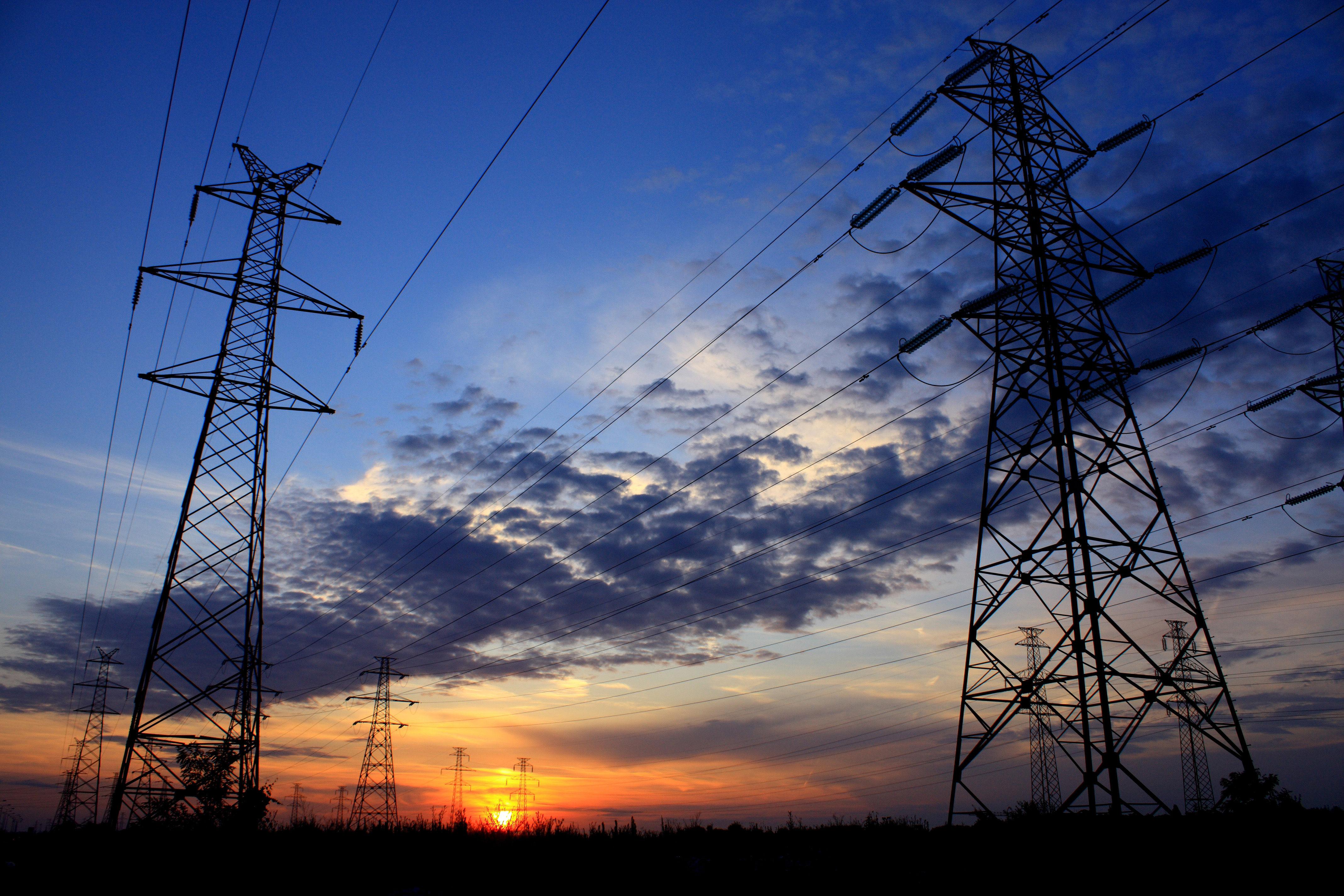"""El sector eléctrico colombiano: """"una burla más para el país"""""""