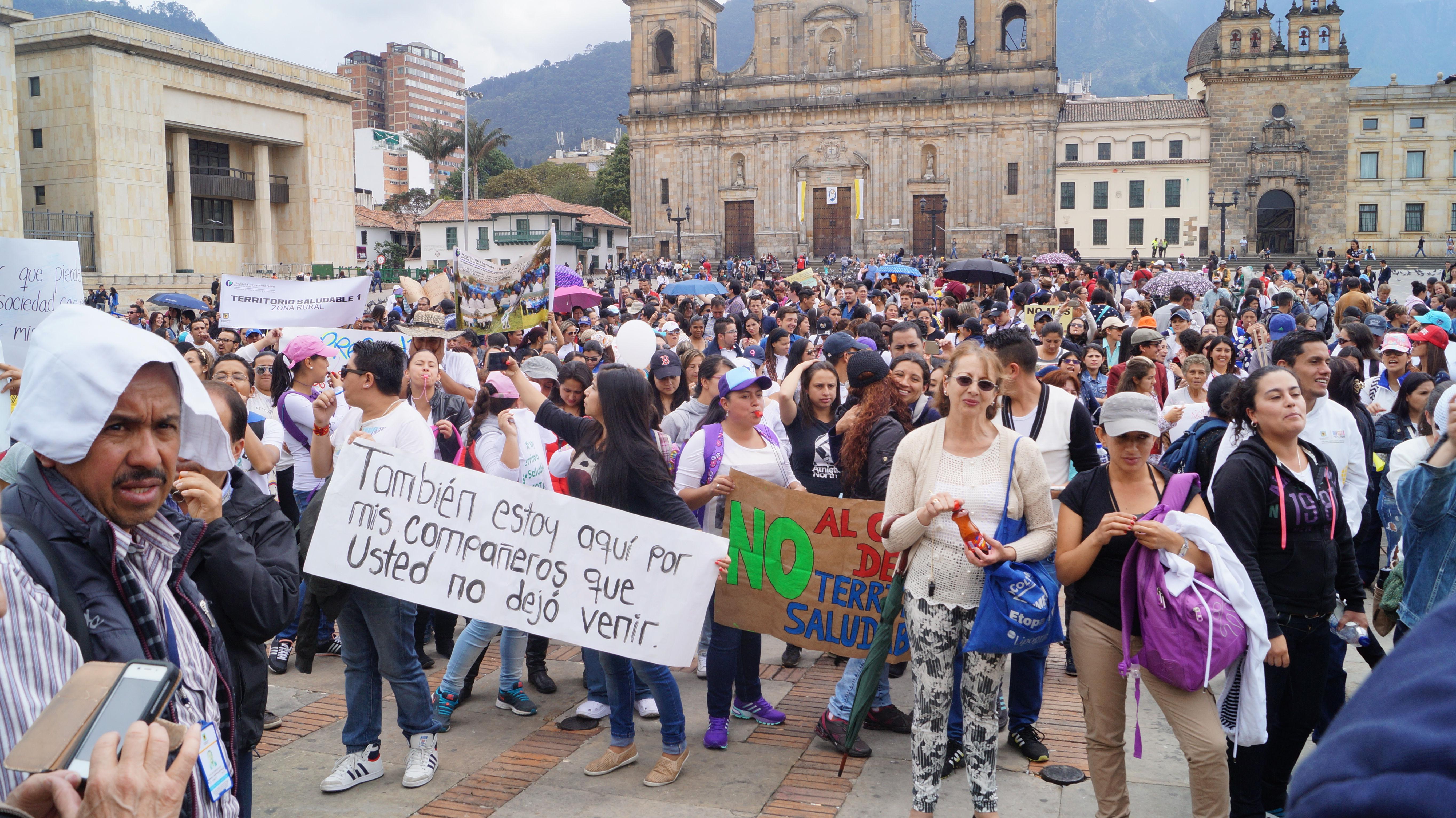 Concejal Manuel Sarmiento acompaña la resistencia de vendedores informales y de trabajadores de la salud