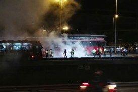 Se incendia otro bus de Transmilenio y Peñalosa guarda silencio: concejal Manuel Sarmiento