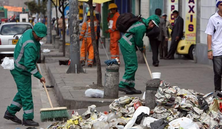 Peñalosa usa la emergencia sanitaria para contratar a dedo en lugar de atender las peticiones de los trabajadores de Aguas Bogotá.
