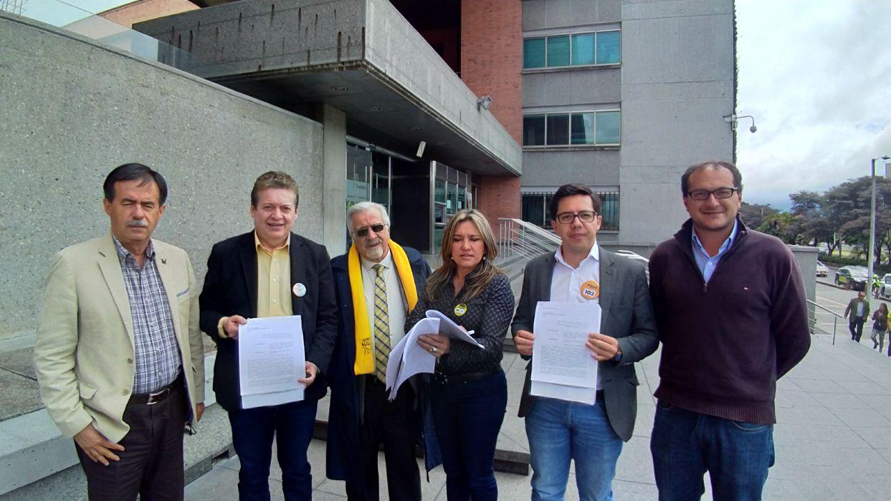 Bancada del Polo en Bogotá radicó tutela para que se trámite de inmediato la Revocatoria de Peñalosa.