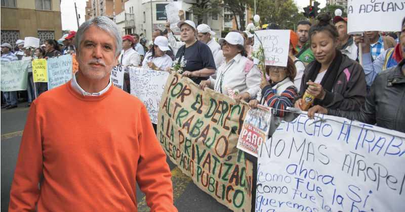 Peñalosa persigue a los vendedores informales mientras privatiza el espacio público
