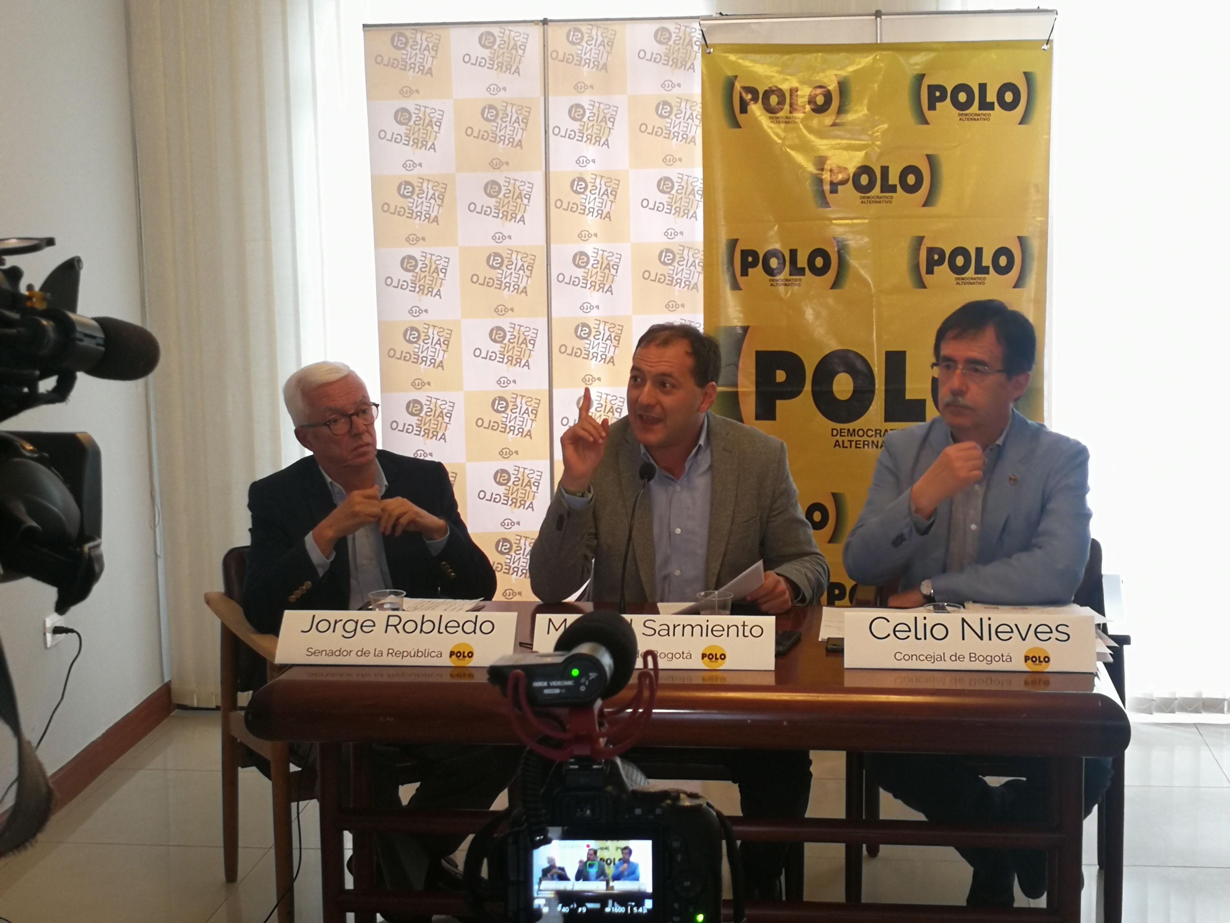 Rueda de prensa: licitación del metro es tramposa y un acto politiquero de Santos y Peñalosa