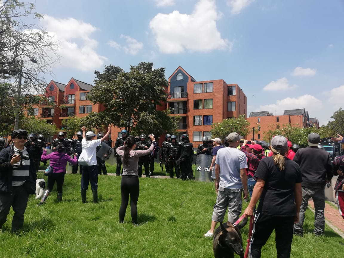 Es deplorable la represión de su administración en contra de los vecinos de Ciudadela Colsubsidio