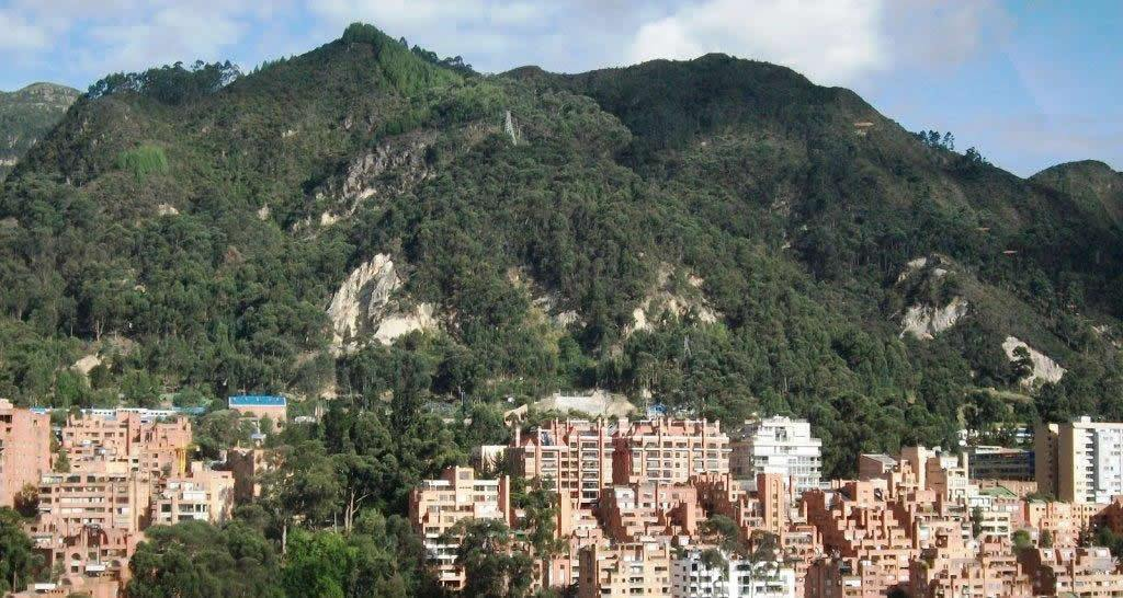 Gobierno de Duque flexibiliza requerimientos para que Peñalosa dañe los Cerros Orientales